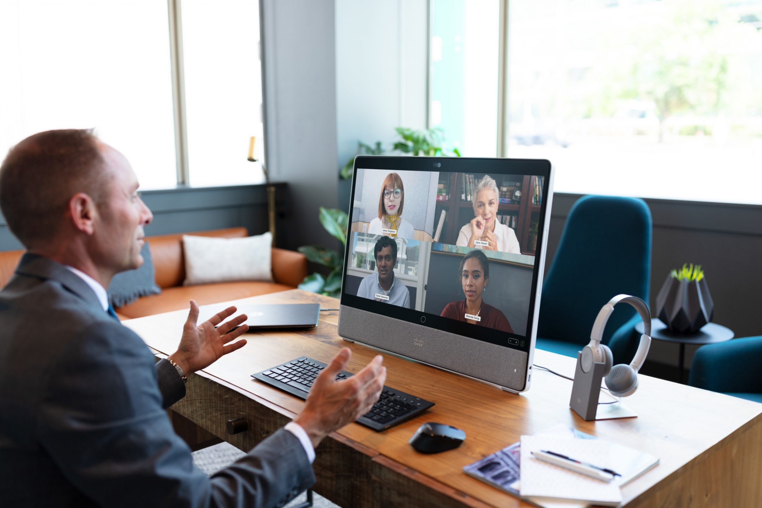 برامج المحادثات الجماعية والاجتماعات